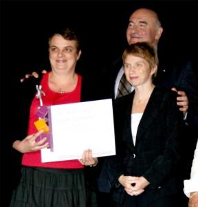 Le ruban d'argent de la franchise remis en 2007 à Pascale Bégat, par Mme Laurence Parisot